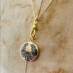Alisa Michelle x Anthropologie. Gold plated locket